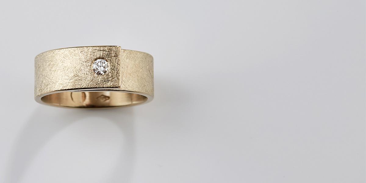 Verlovingsring of trouwring in goud met witte diamant