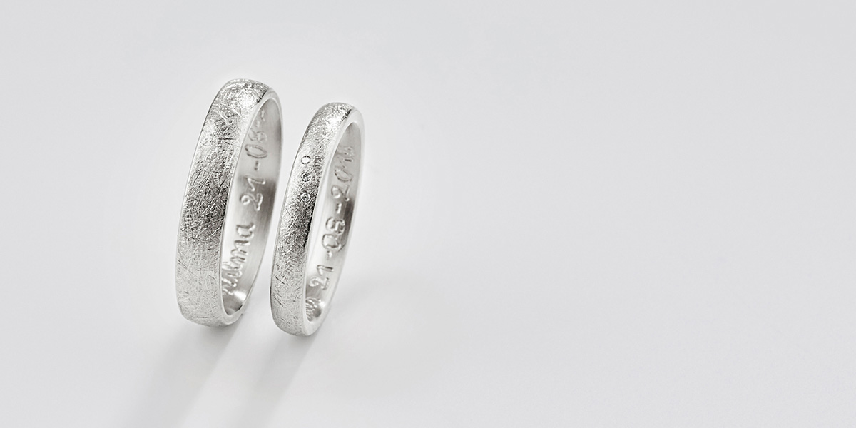 Trouwringen Curved, 18k witgoud en diamantjes