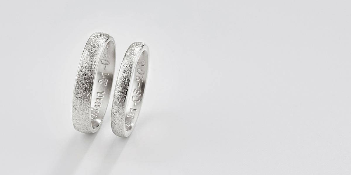 Trouwringen Curved, 18k witgoud en diamantjes