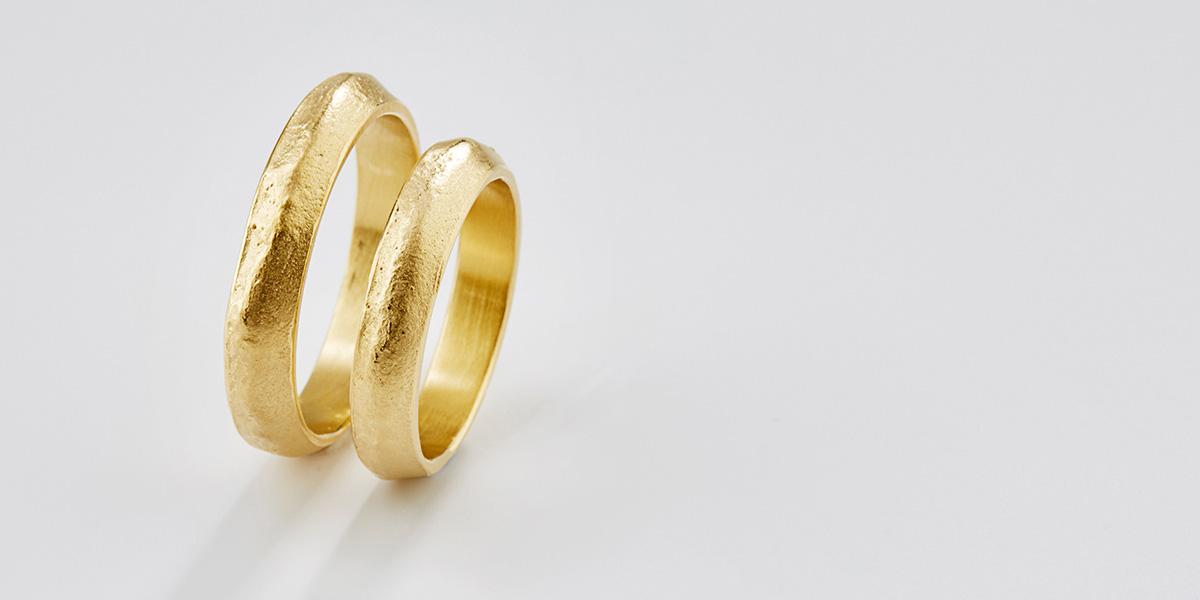Unieke trouwringen in 18k geel goud