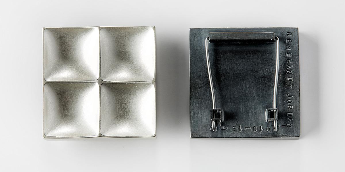 Hedendaagse broches, mat gesatineerd en gepatineerd sterling zilver