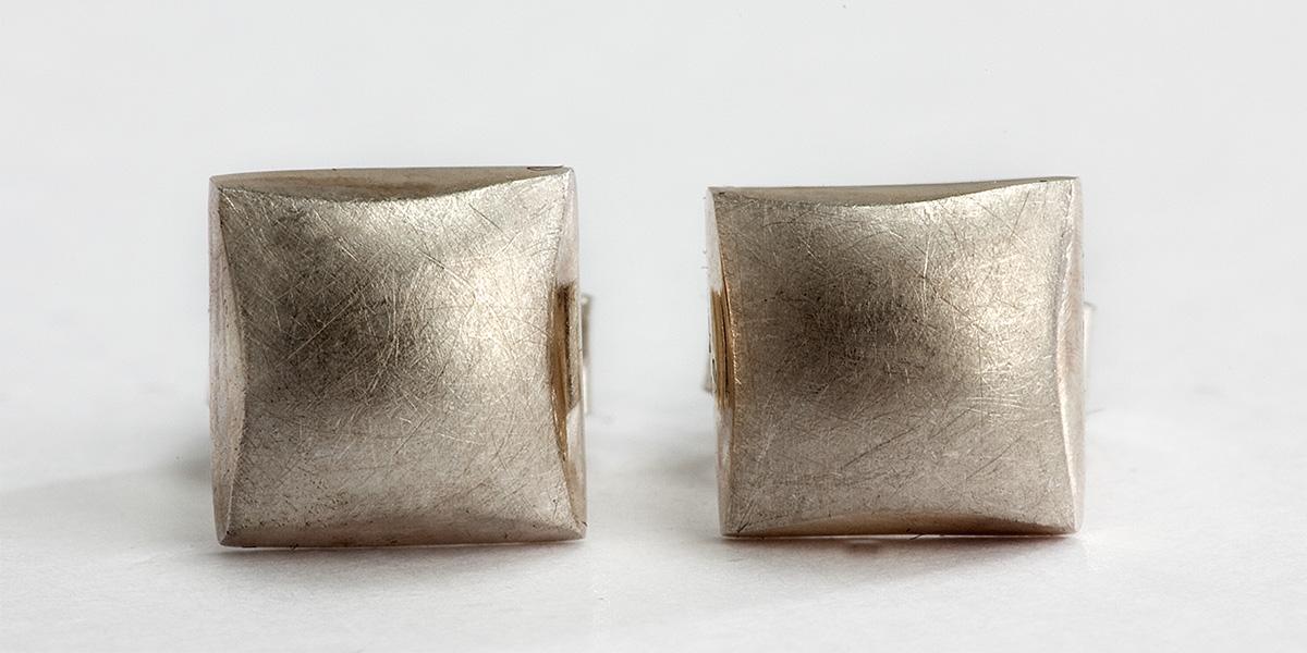 Vierkante oorstekers, 18k cognac goud