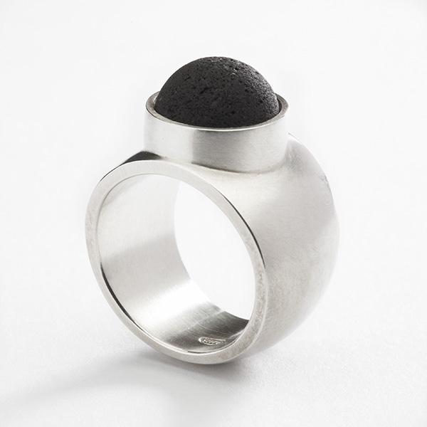 Ring 18k goud met edelsteen cabochon