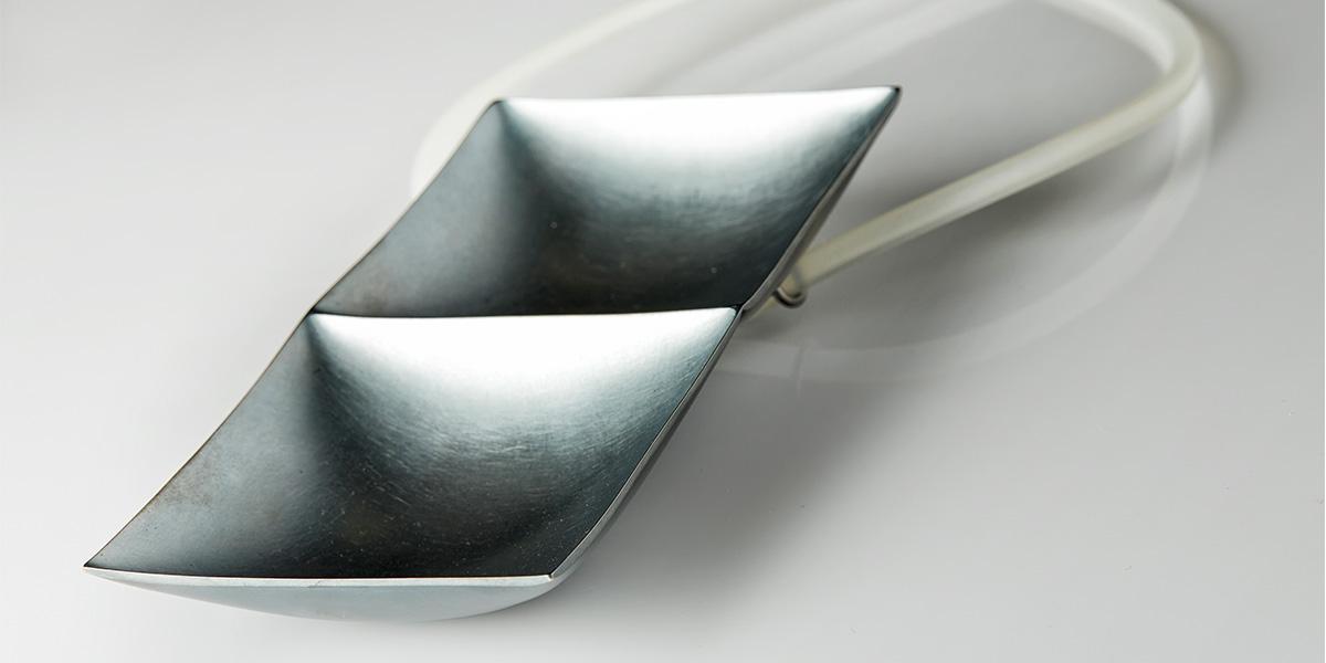 Hedendaagse hanger, zwart gepatineerd sterling zilver