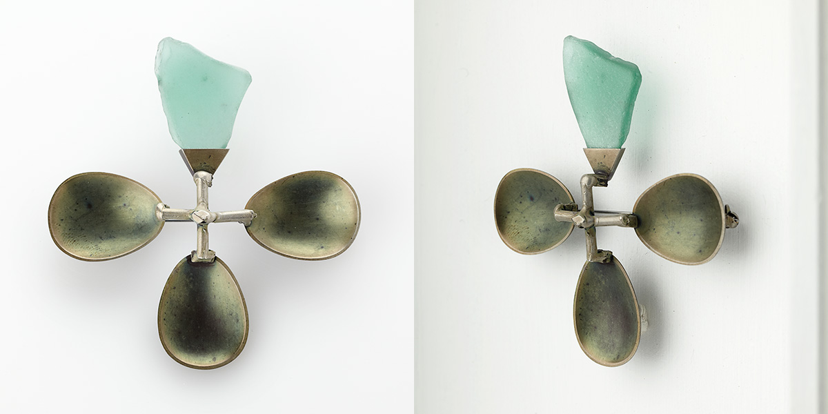 Sculpturale broche of object, sterling zilver, veerstaal en verweerd glas