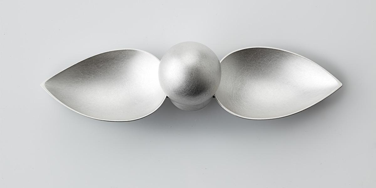 Sculpturale broche of wandsculptuur sterling zilver en veerstaal