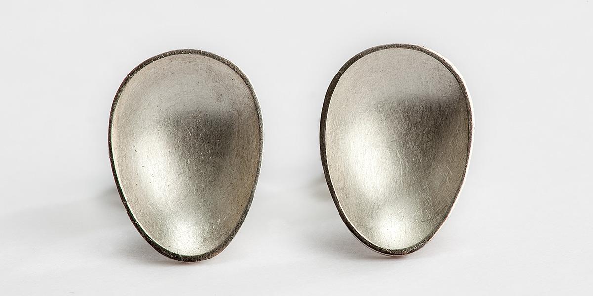 Unieke 18k mat gouden oorstekers