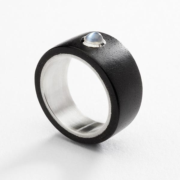 Houten zwarte ring, ebbenhout 18k wit goud en maansteen