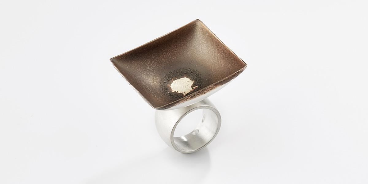 Sculpturale vierkante ring, sterling zilver en 18k witgoud