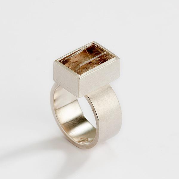 Ring 18k witgoud met rutielkwarts edelsteen