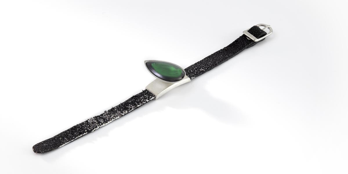 Armband Hidden Secret 2, 18k witgoud, roggen leder en created stone, Rembrandt Jordan