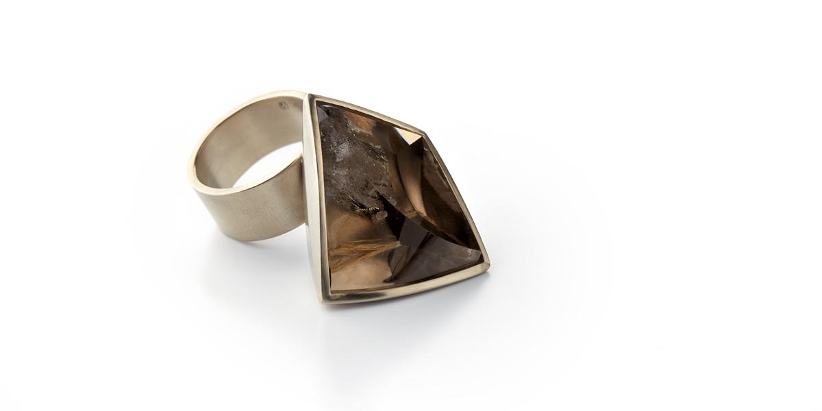 ring goud met steen edelsteen rookkwarts juweel juwelier edelsmid goudsmid antwerpen