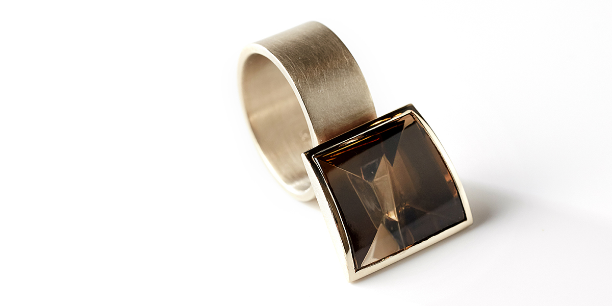 cognac gold ring with smokey quartz, jewellery by Rembrandt Jordan